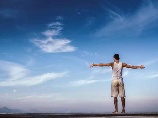 自己受容とは?自己肯定感と区別し、ありのままの自分を受け入れる方法